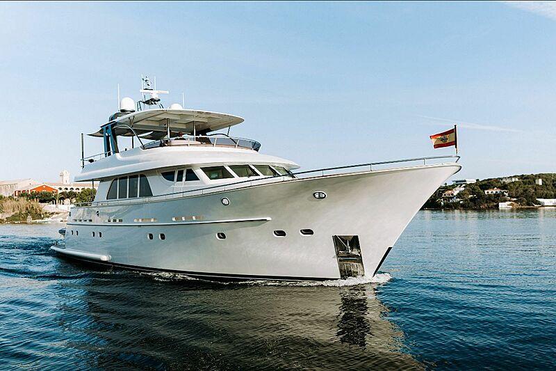 Las Ninas yacht cruising