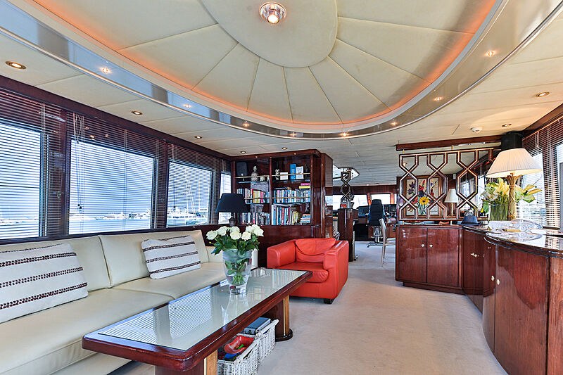 Happy Daze yacht saloon
