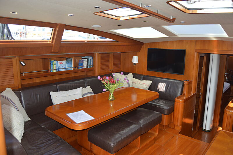 Dreamcatcher KM yacht saloon