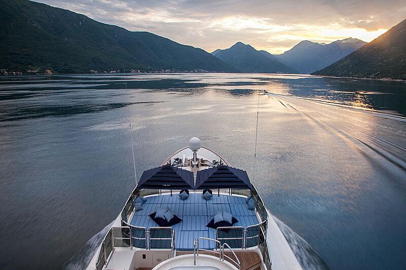 Jo I yacht aerial