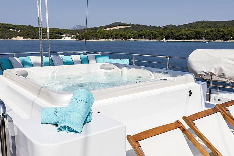 Aiaxaia yacht Jacuzzi