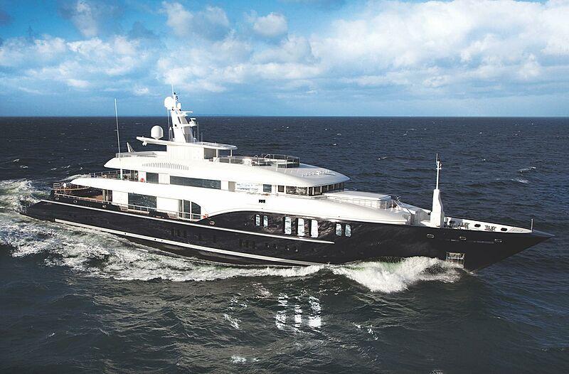 Sapphire yacht cruising