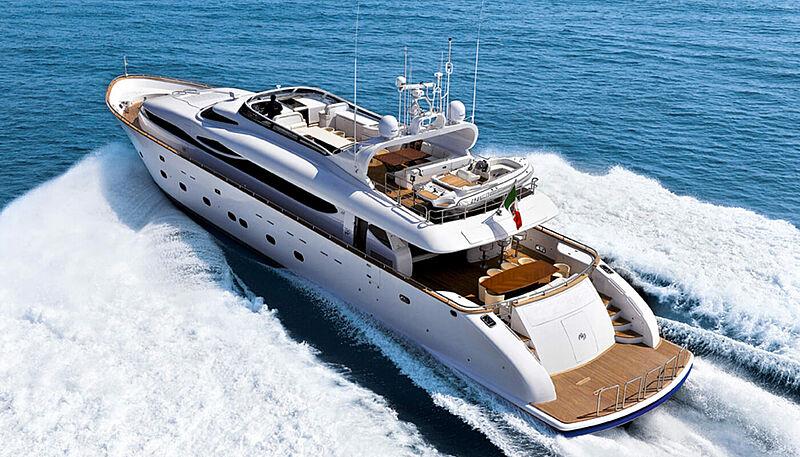 Paris A yacht cruising