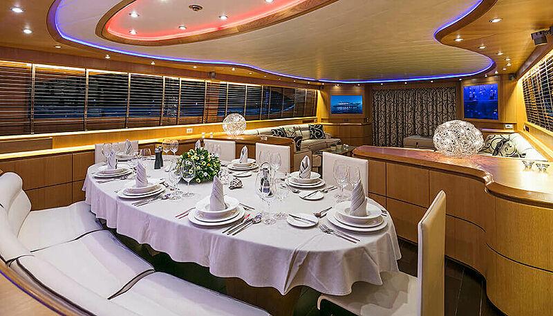 Paris A yacht dining table