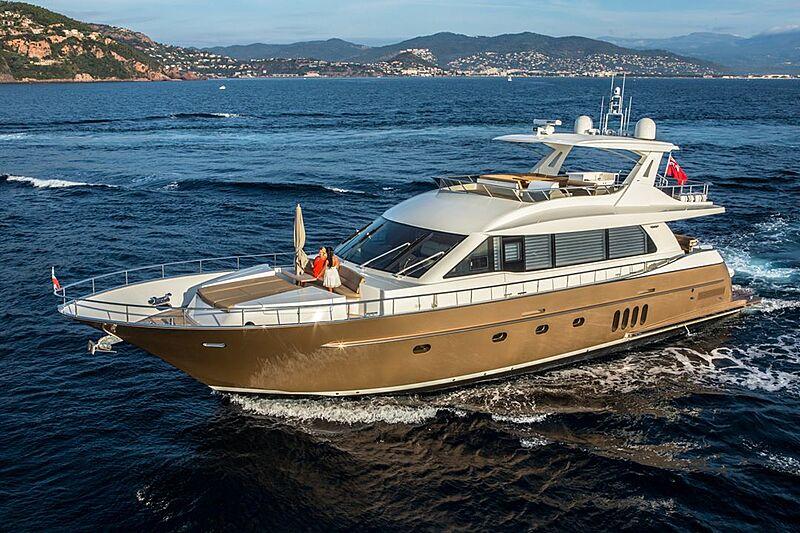 Versailles yacht cruising