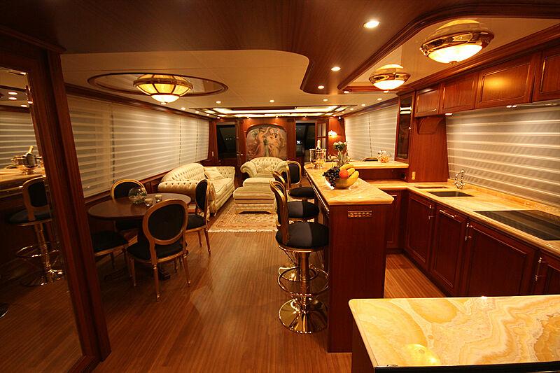 Versailles yacht saloon