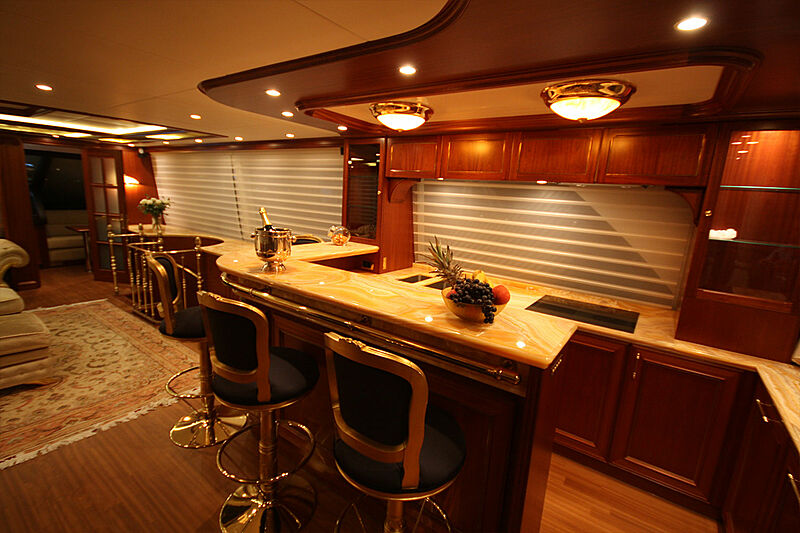Versailles yacht bar