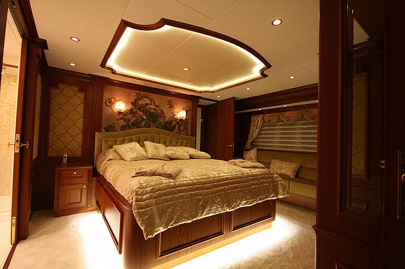 Versailles yacht master stateroom
