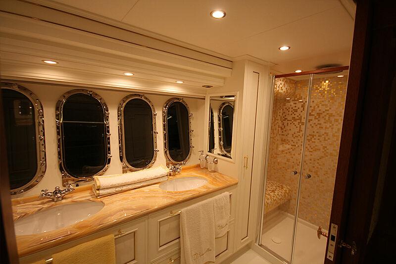 Versailles yacht bathroom