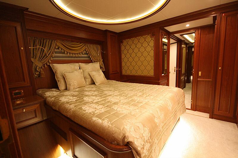Versailles yacht vip stateroom