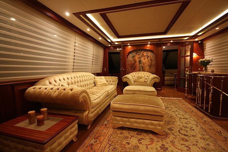 Versailles yacht lower saloon