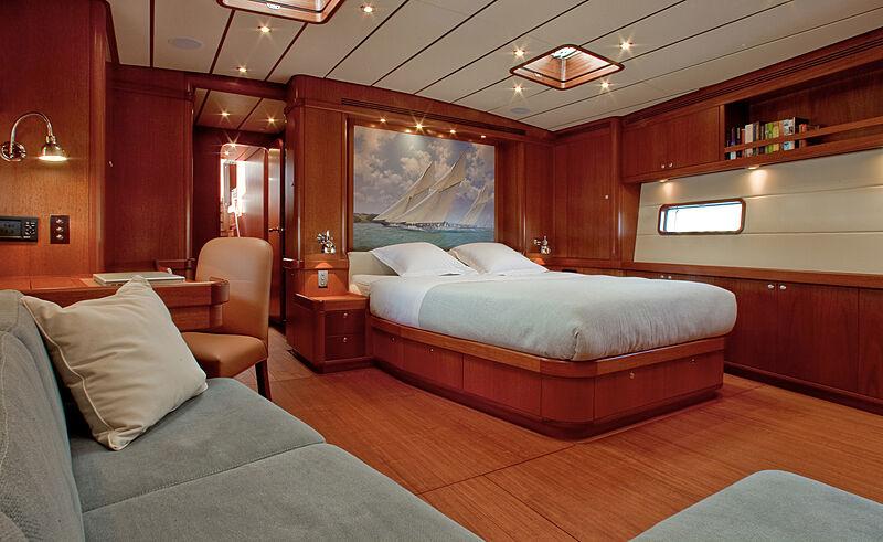 Nilaya yacht owner's cabin