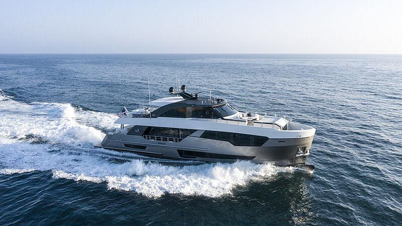 28 Meter Revolution yacht cruising