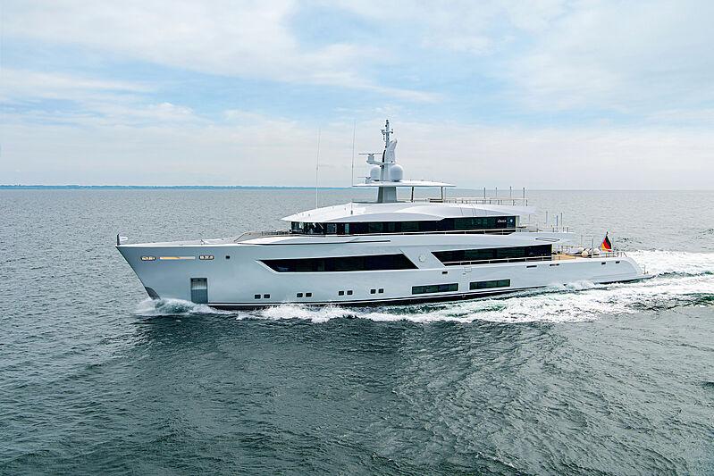 Project 13800 yacht cruising
