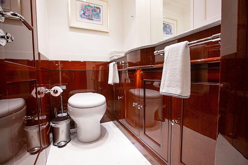 Grace III yacht bathroom