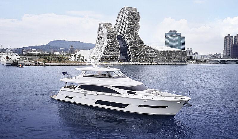 E81 yacht in marina