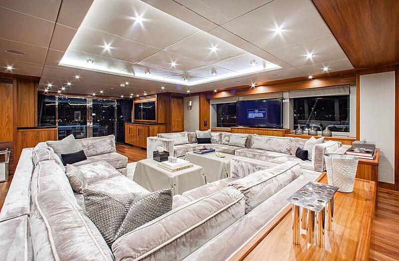 Marin yacht main saloon