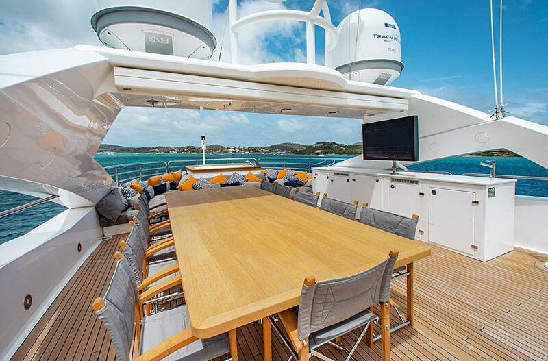 Marin yacht sundeck