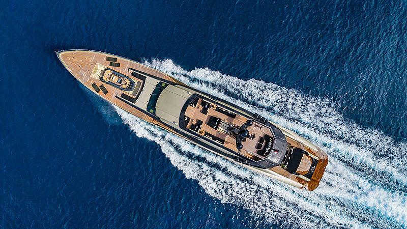 DB9 yacht cruising