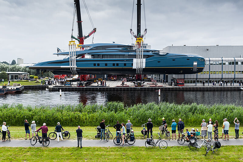 Phi superyacht launched in Vollenhove