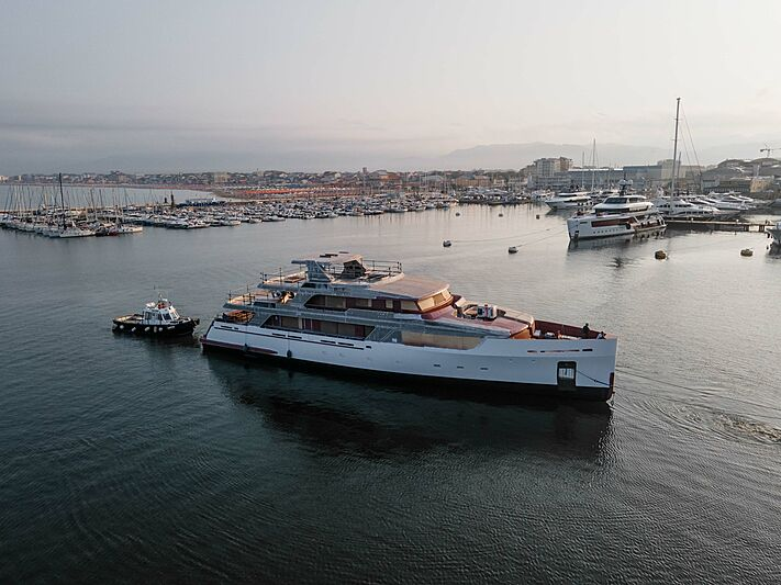 Codecasa F77 yacht moved to outfitting