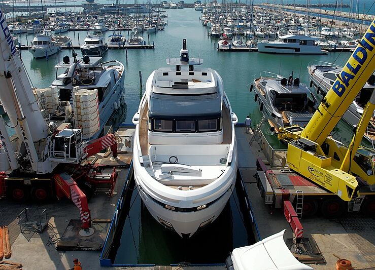 Anvilugi yacht by Extra Yachts launch