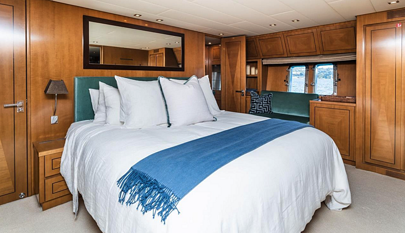 Paloma yacht stateroom