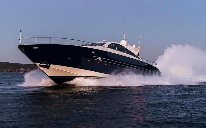 Paloma yacht cruising