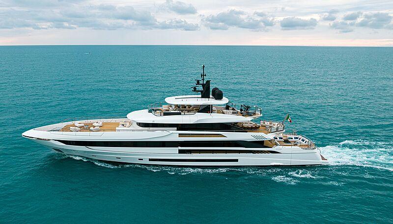 Alisa yacht cruising