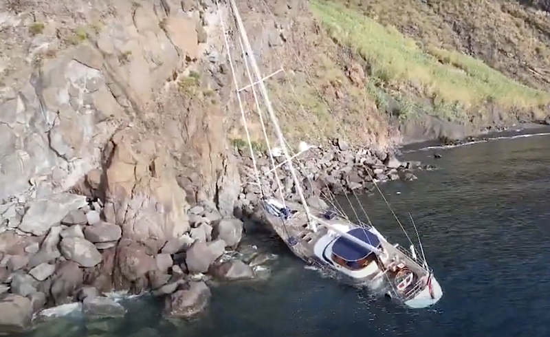Malizia yacht wrecked on Stromboli