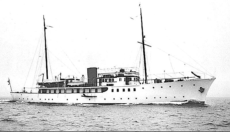 Kihna yacht cruising