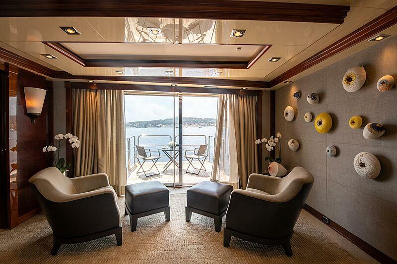 Azteca yacht lounge