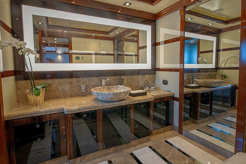 Azteca yacht bathroom
