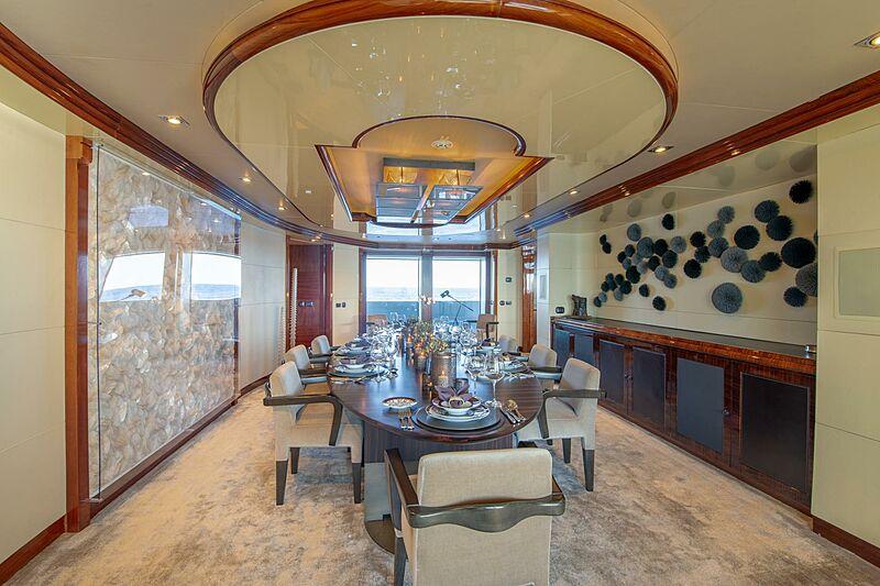 Azteca yacht dining