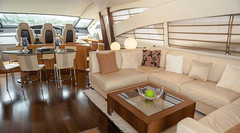 A&O yacht saloon