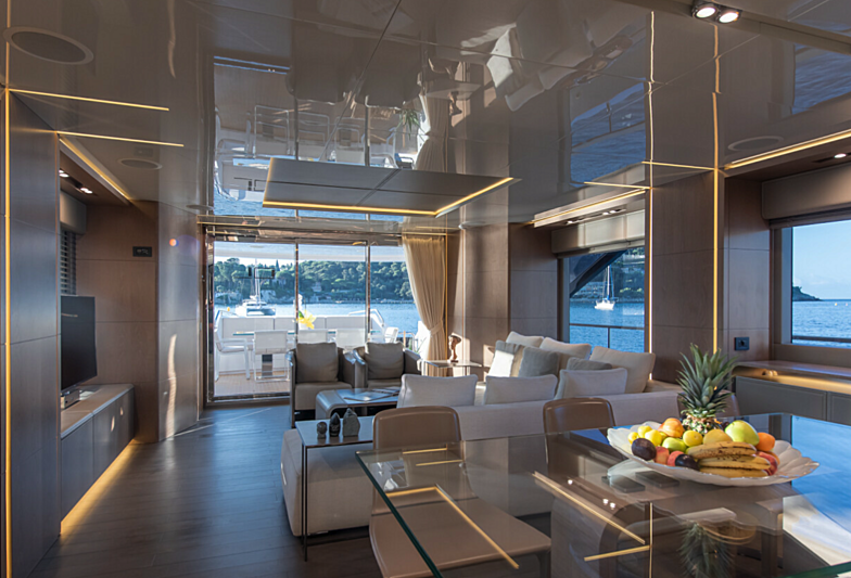 7 Seconds yacht saloon