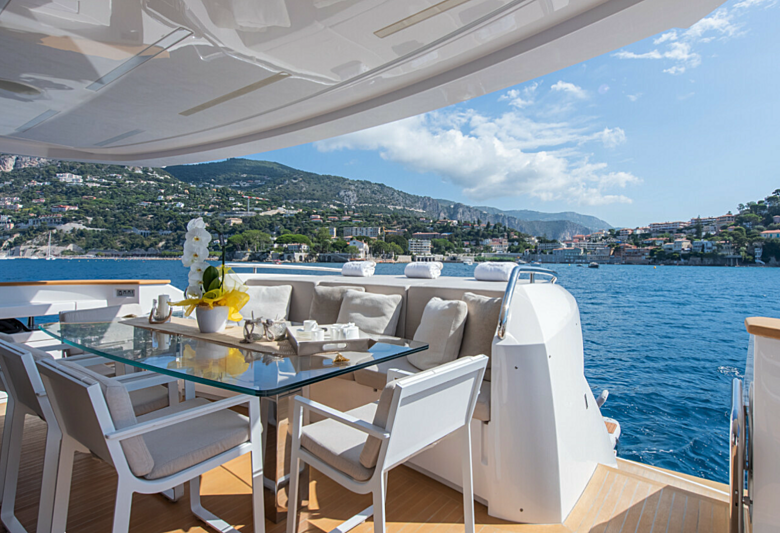 7 Seconds yacht aft deck dining