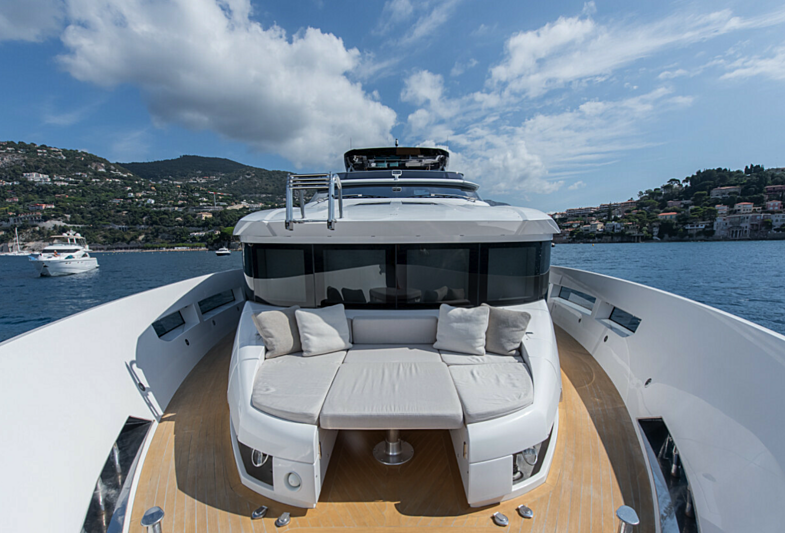 7 Seconds yacht foredeck