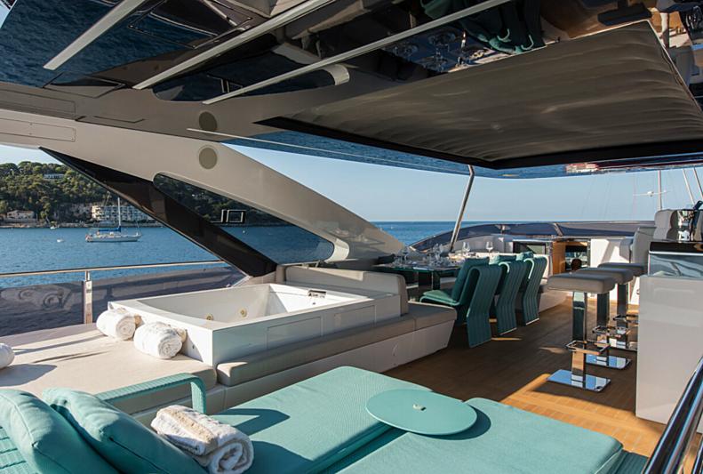 7 Seconds yacht flybridge
