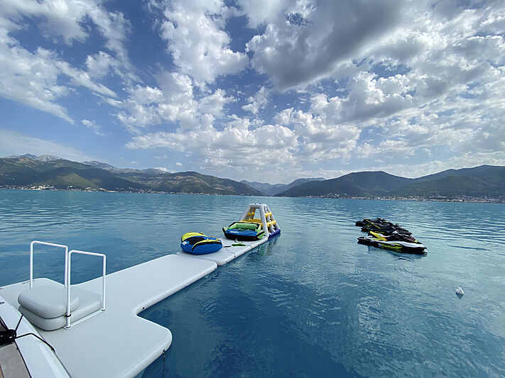 T dock from Superyacht Inflatables of SYTT