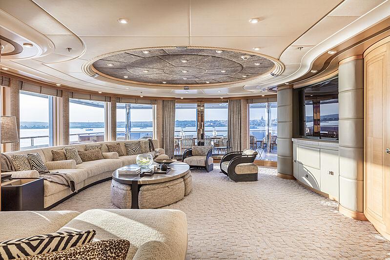 Oasis yacht saloon