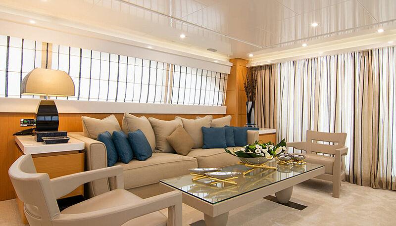 Habano yacht saloon