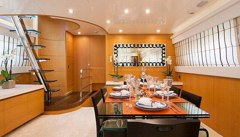 Habano yacht dining