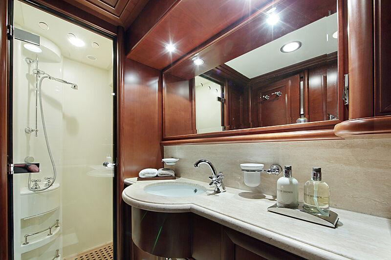 Lady Soul yacht bathroom