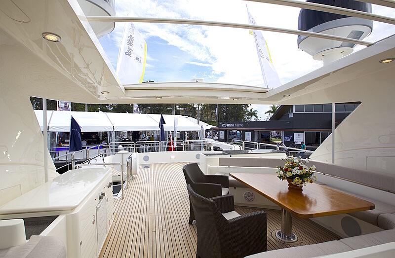 Ferretti 881 yacht KL