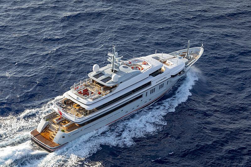 Atomic yacht cruising