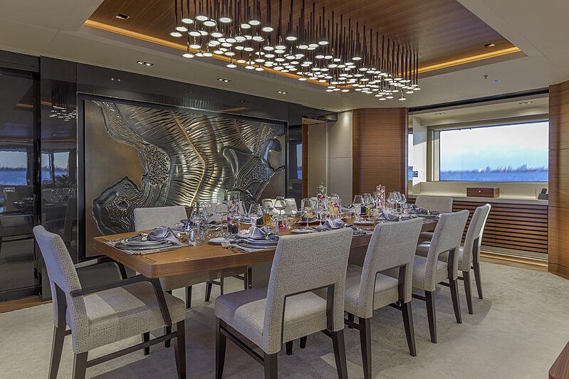 Atomic yacht dining