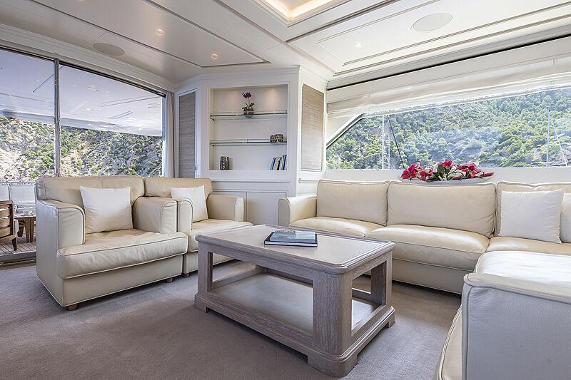 Christina yacht saloon