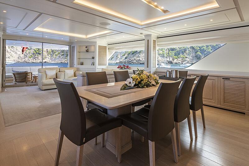 Christina yacht dining