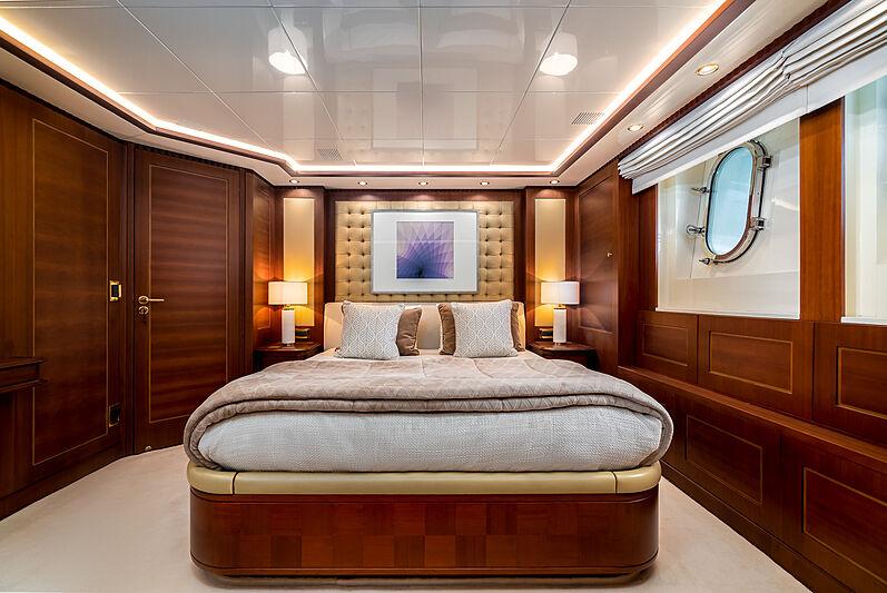 O'Ceanos yacht stateroom